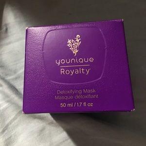 Younique Royalty Detoxifing Mask